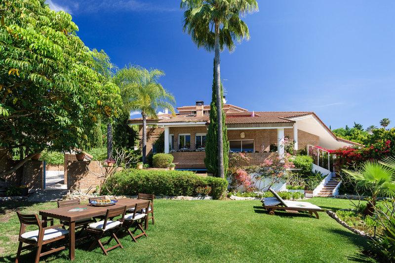 Ref:2305MLV Villa For Sale in Estepona
