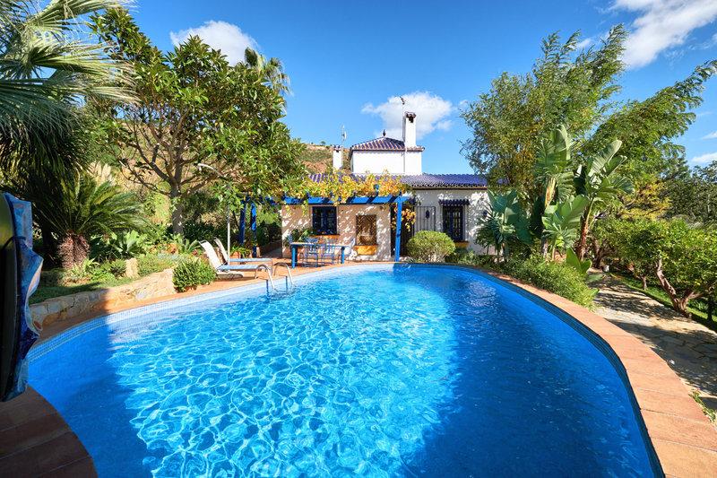 Ref:2677MLV Villa For Sale in Estepona
