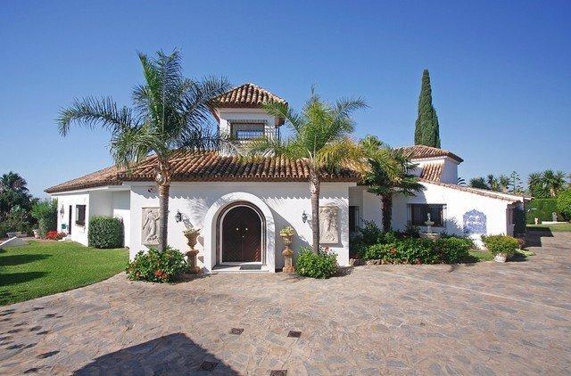Ref:1880MLV Villa For Sale in Estepona