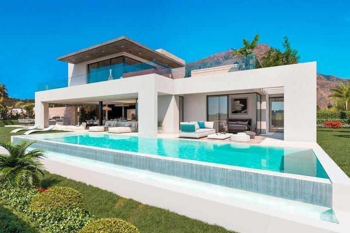 Ref:1213MLND Villa For Sale in Estepona