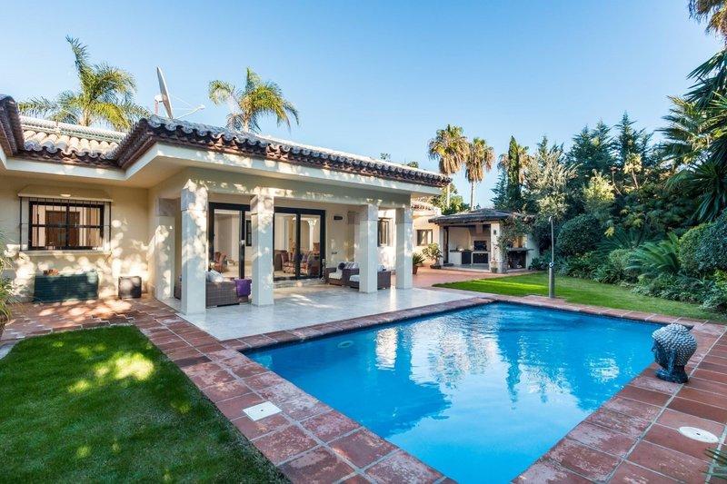 Ref:2822MLV Villa For Sale in Estepona