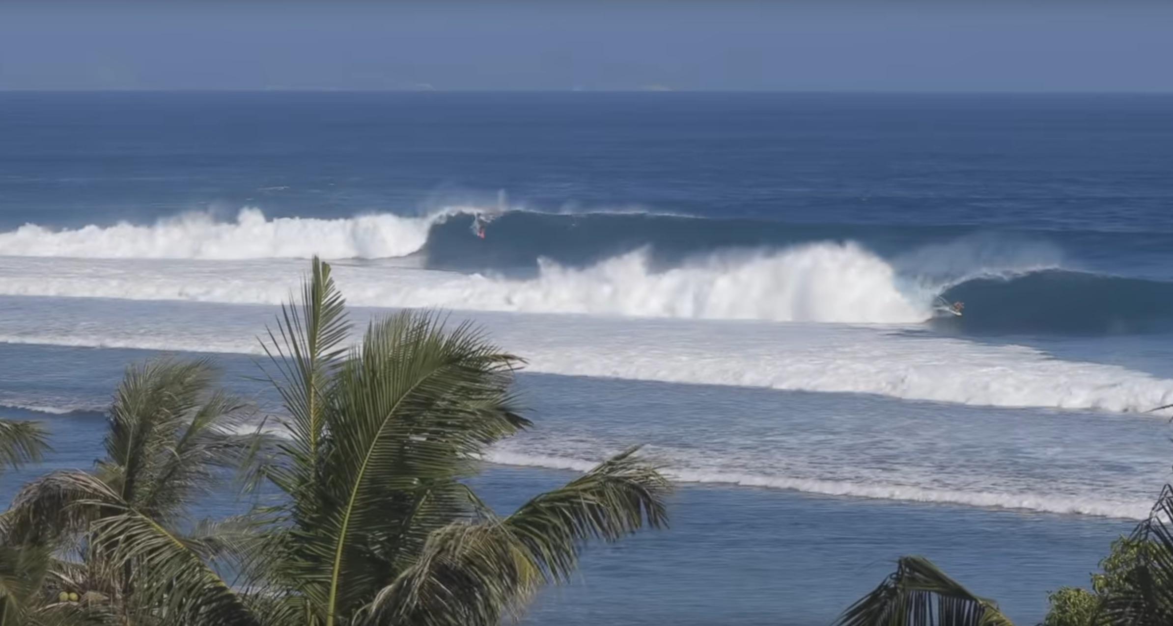 Rizal Tanjung & Bronson Meydi scoren perfekte Barrels in Desert Point
