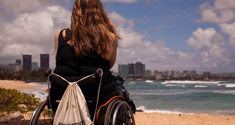 Allein reisen und Surfen lernen – das geht auch mit Rollstuhl!