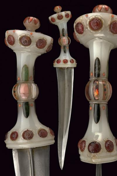 A beautiful dagger with Mutton Fat Jade hilt  - dating: early 18th Century  -[...]