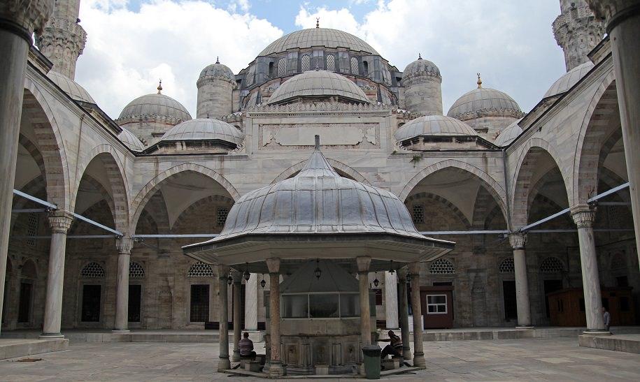 sehzade mosque inner yard