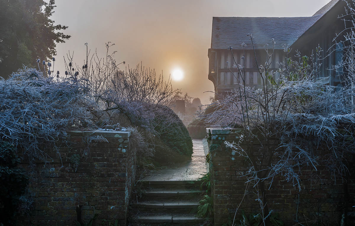 http://s3-eu-west-1.amazonaws.com/bakedvanilla/20180207170957/Midwinter-Sunrise-at-Great-Dixter-by-John-Glover-155205.jpg