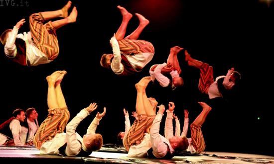 LA MAGIA DI MOOGIES - Performance acrobatica