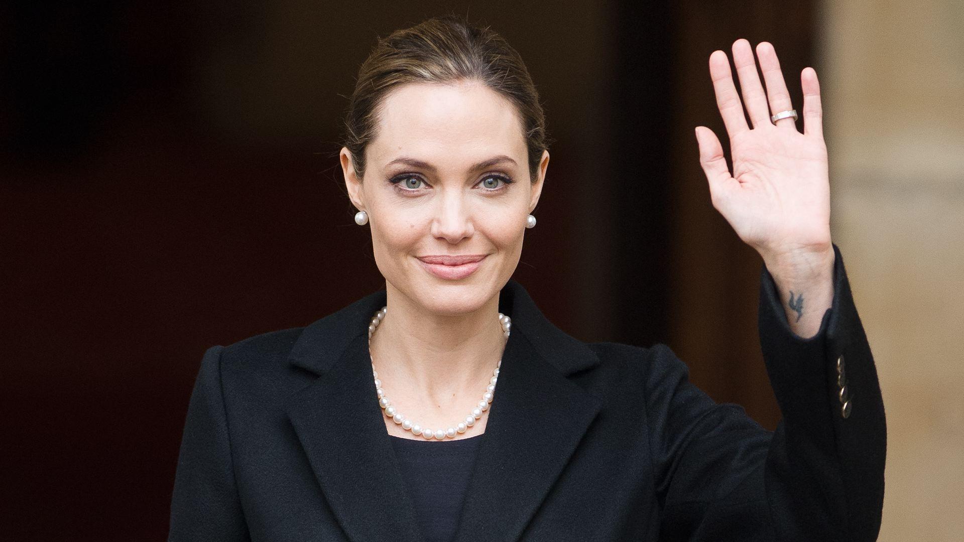 Angelina Jolie bryster Dansk sex com