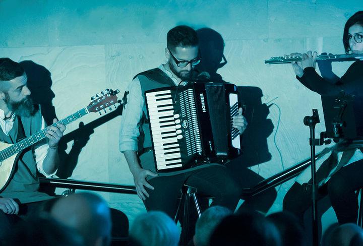 Autodate Folk Band