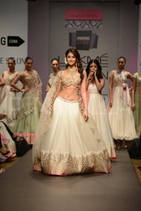 Bridal Collections Ileana D'Cruz walks for Anushree Reddy LFW 2014