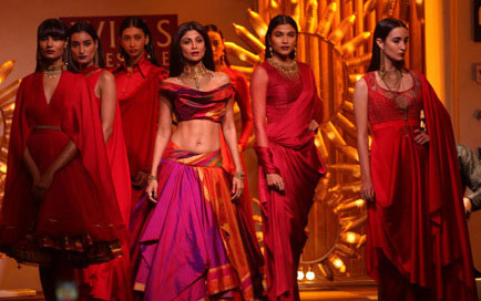 Wills Lifestyle India Fashion Week 2014 Shilpa Shetty Tarun Tahiliani