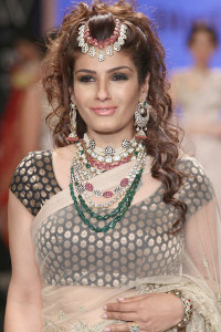 Dipti-Amisha's collection of Indian bridal jewellery at IIJW 2014