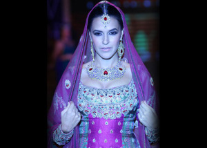 IIJW - Indian Jewellery and Bollywood Stars