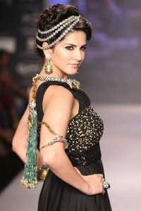 Sunny Leone at the India International Jewellery Week 2014