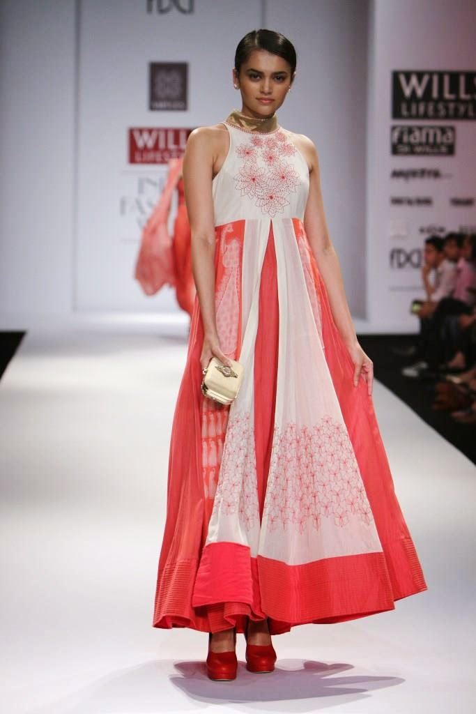 Hot bridal picks from wills lifestyle fashion week ss15 Wills lifestyle fashion week