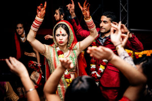 Bride and groom showing some impressive moves on the dance floor | RR Photographic