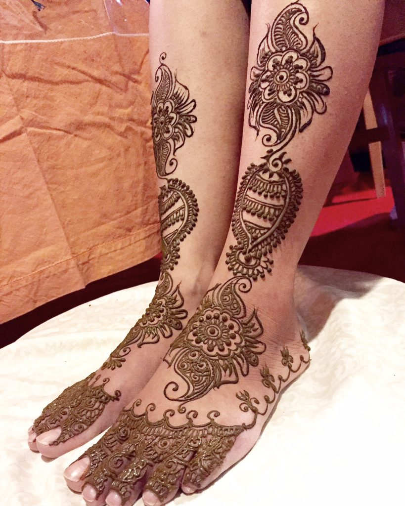 Bridal Mehendi for the feet with spread out patterns