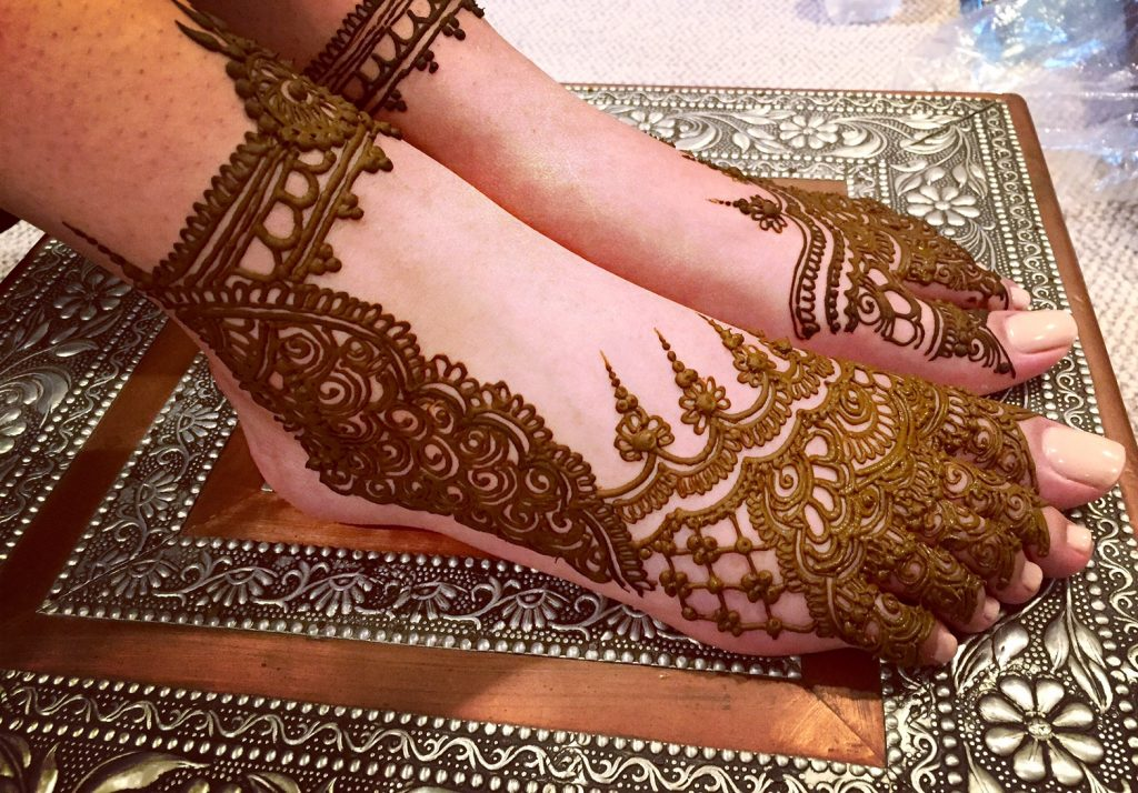 Mehendi until the ankles