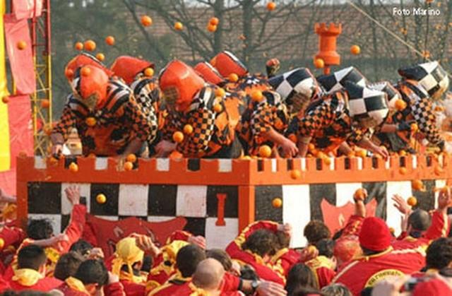 carnevale di ivrea lancio arance