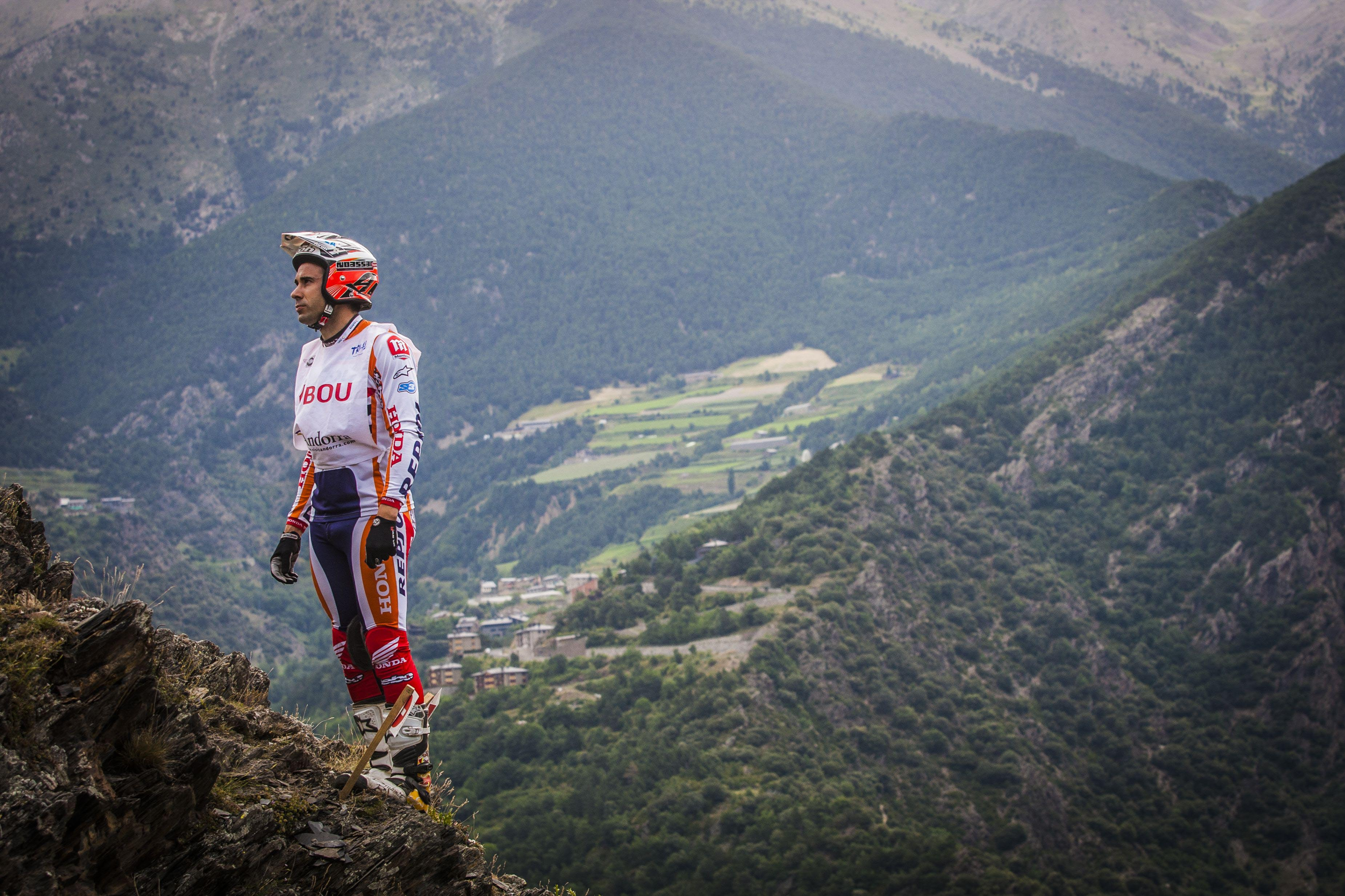 Toni Bou looking at a trial zone