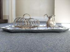 http://s3-eu-west-1.amazonaws.com/bumblebeeauction/201211/White metal tray with toast rack and milk jug.jpg