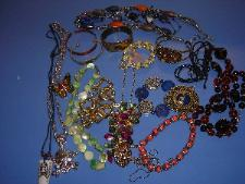 http://s3-eu-west-1.amazonaws.com/bumblebeeauction/201303/costume jewellery (1).JPG