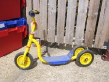 http://s3-eu-west-1.amazonaws.com/bumblebeeauction/201308/Bob the Builder 3 wheeled Scooter - (31).jpg