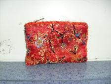 http://s3-eu-west-1.amazonaws.com/bumblebeeauction/20131/Red purse with floral pattern and sequins.jpg