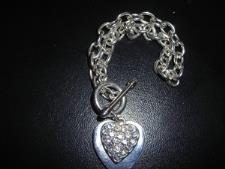 http://s3-eu-west-1.amazonaws.com/bumblebeeauction/201310/WHITE METAL DOUBLE HEART BRACELENT  SC130018313 (1).jpg