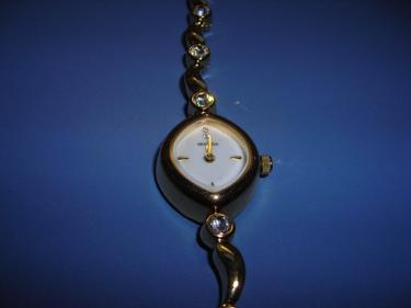 http://s3-eu-west-1.amazonaws.com/bumblebeeauction/201312/OVAL LADIES WATCH.jpg