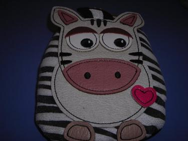 http://s3-eu-west-1.amazonaws.com/bumblebeeauction/201312/ZEBRA PURSE.jpg