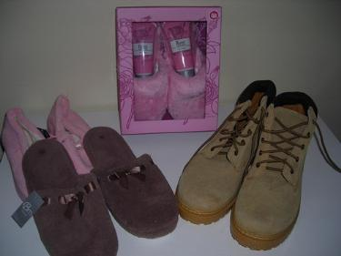 http://s3-eu-west-1.amazonaws.com/bumblebeeauction/201401/BOOTS AND SLIPPERS.jpg