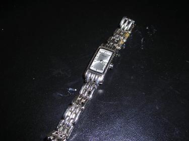http://s3-eu-west-1.amazonaws.com/bumblebeeauction/201401/LADIES ACCURIST WATCH (2).jpg