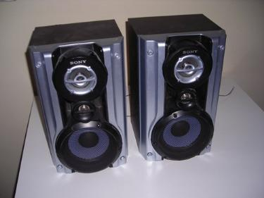 http://s3-eu-west-1.amazonaws.com/bumblebeeauction/201401/SONY SPEAKERS (1).jpg