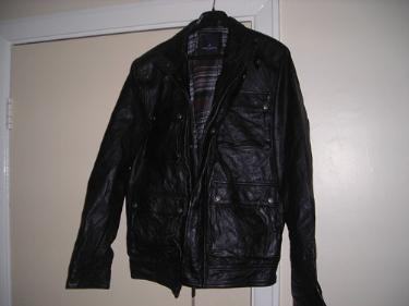 http://s3-eu-west-1.amazonaws.com/bumblebeeauction/201401/leather jacket (3).jpg