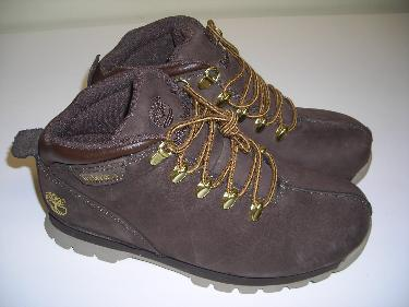 http://s3-eu-west-1.amazonaws.com/bumblebeeauction/201402/JUNIOR BROWN SPLITROCK TIMBERLAND BOOTS.JPG