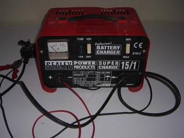 http://s3-eu-west-1.amazonaws.com/bumblebeeauction/201402/battery charger.jpg