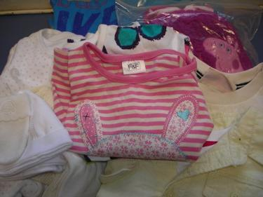 http://s3-eu-west-1.amazonaws.com/bumblebeeauction/201403/ASSORTED BABY  TODDLER CLOTHES.jpg