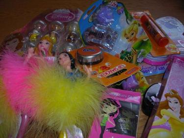 http://s3-eu-west-1.amazonaws.com/bumblebeeauction/201403/DISNEY ITEMS  CHILDS MAKE UP.jpg
