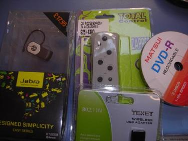 http://s3-eu-west-1.amazonaws.com/bumblebeeauction/201403/JABRA BLUE TOOTH  OTHER MISC ITEMS.jpg