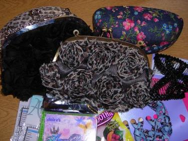 http://s3-eu-west-1.amazonaws.com/bumblebeeauction/201403/LADIES SMALL BAGS, GLASS CASES  MISC ITEMS.jpg
