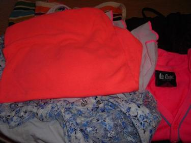 http://s3-eu-west-1.amazonaws.com/bumblebeeauction/201403/LEE COOPER TOP PLUS OTHERS (1).jpg