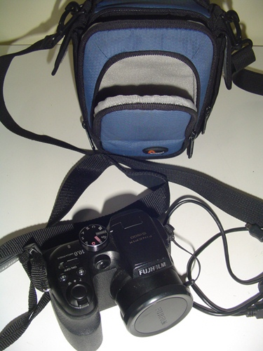 http://s3-eu-west-1.amazonaws.com/bumblebeeauction/201403/NIKON FINEPIX S1500 DIGITAL CAMERA  AND CASE.jpg