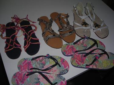 http://s3-eu-west-1.amazonaws.com/bumblebeeauction/201403/SANDALS (1).jpg