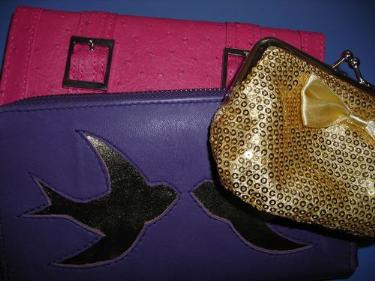 http://s3-eu-west-1.amazonaws.com/bumblebeeauction/201403/THREE PURSES.jpg