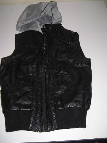 http://s3-eu-west-1.amazonaws.com/bumblebeeauction/201403/body warmer (1).jpg