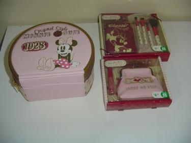 http://s3-eu-west-1.amazonaws.com/bumblebeeauction/201403/mini mouse items.jpg