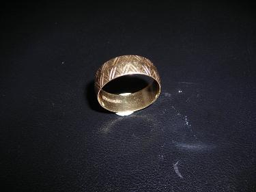 http://s3-eu-west-1.amazonaws.com/bumblebeeauction/201403/ym etched ring.jpg