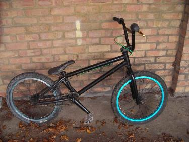 http://s3-eu-west-1.amazonaws.com/bumblebeeauction/201404/black bmx (2).jpg