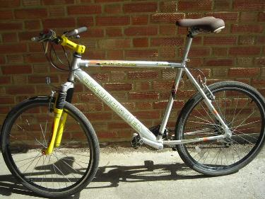 http://s3-eu-west-1.amazonaws.com/bumblebeeauction/201404/claude butler bike.jpg